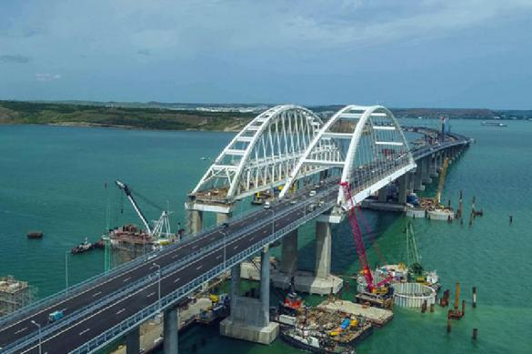 Russians massively break traffic rules on Crimea Bridge