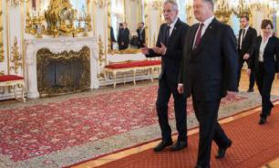 Naked woman attacks Ukrainian President Poroshenko in Vienna