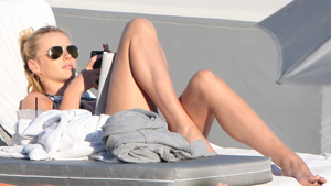 DiCaprio's Russian girlfriend on the beach