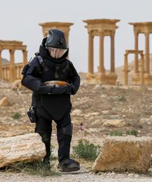 Russian specialists demine Palmyra